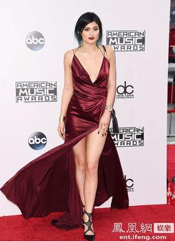 Kylie Jenner suknie wieczorowe promocja 2020 AMA V-Neck wspaniałe sukienki Celebrity promocja Kim Kardashian vestido longo boże narodzenie tanie i dobre opinie La MaxPa COTTON Połowa Tea-długość Celebrity sukienki custom made Celebrity Dresses Red White Black Blue 1 8kg 2-18 US Size
