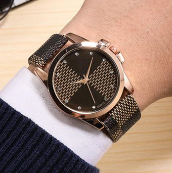 Men women Watches Hot Fashion Creative black white color Casual Quartz Watch Women Wristwatches Simple style Leather watches