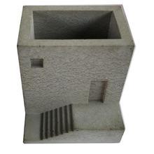 Геометрическая форма для маленького дома с лестницей кастрюля