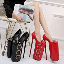 Женские туфли с металлической пряжкой красные на очень высоком