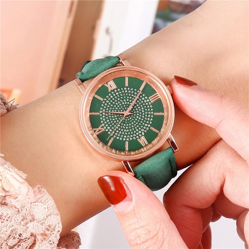 2020-New-Starry-Dial-Female-Watch-Fashion-Roman-Scale-Ladies-Quartz-Watch-Bracelet-Watch-Female-Watch (3)