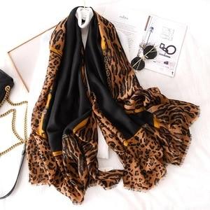 Image 2 - Luxus marke schal leopard frauen Weiche Pashminas schal baumwolle seide schals Sjaal moslemisches hijab, tier druck leopardo stola bandana