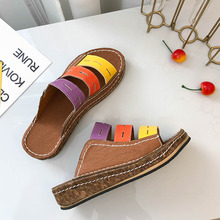 лучшая цена Summer New Mother Sandals Soft Bottom Anti-skid Middle-aged Fashion Woman Sandals Flat Comfortable Women's Shoes Plus Size