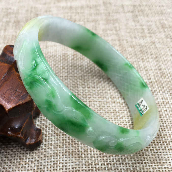 A-272 ที่สวยงามแกะสลัก Emerald Jadeite หยกอัญมณีสร้อยข้อมือกำไลข้อมือ 61 มม.
