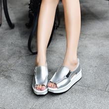 Damskie letnie najnowszy trend sandały moda proste i wygodne sandałki dziewczęce gumowe grube dno grube dno 35-40 tanie tanio Harni Hwang PRAWDZIWA SKÓRA Ze świńskiej skóry CN (pochodzenie) Niska (1 cm-3 cm) 0-3 cm Na co dzień Stabilizator na kostkę