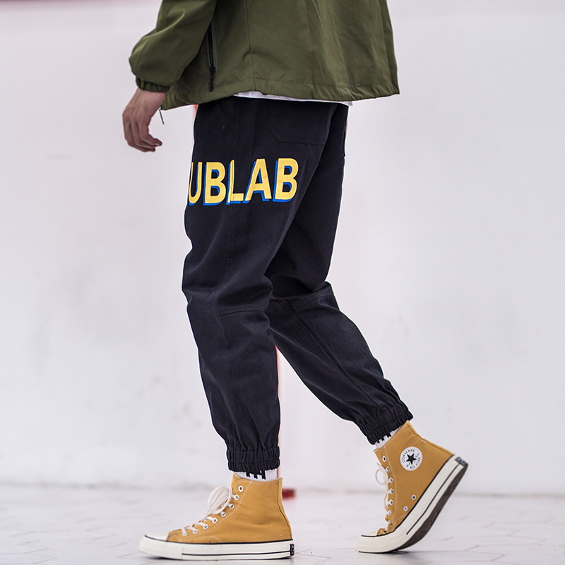 Fashion Streetwear Men Jeans Printed Designer Patch Pockets Loose Fit Black Cargo Pants Men Harem Trousers Hip Hop Joggers Pants