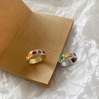 AOMU Vintage Bohemia kolorowe emalia miłość pierścień z sercem śliczne proste metalowe złoto srebrne kolorowe pierścienie dla kobiet biżuteria Punk rockowa tanie i dobre opinie CN (pochodzenie) Ze stopu aluminium Kobiety Pierścień pokazowy ROUND Zgodna ze wszystkimi Poprawiające nastrój Ustawienie napięcia