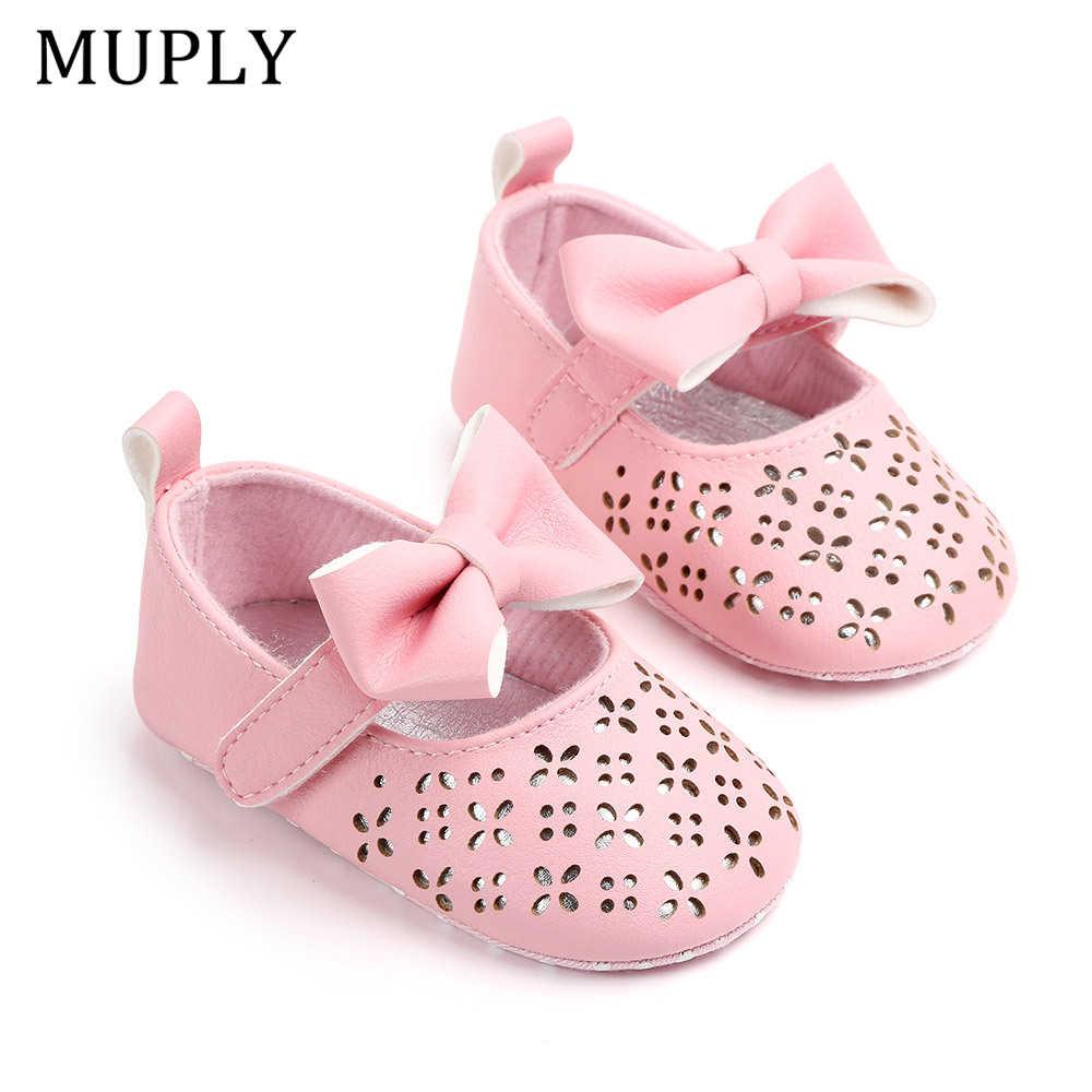 תינוק בנות הראשונה ווקר קיץ אנטי להחליק רך תחתון ילדה נסיכת נעלי פעוט קשת חלול החוצה עריסה נעלי תינוק עבור 0-18 M
