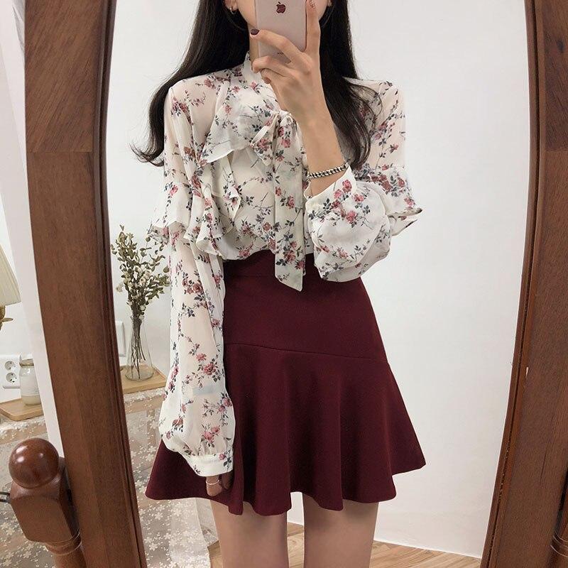 2020 Spring Shirts Women Blouses Cute Sweet Girls Black White Floral Printed Ruffled Bow Tie Top Shirt Women Blouses Japan Styel