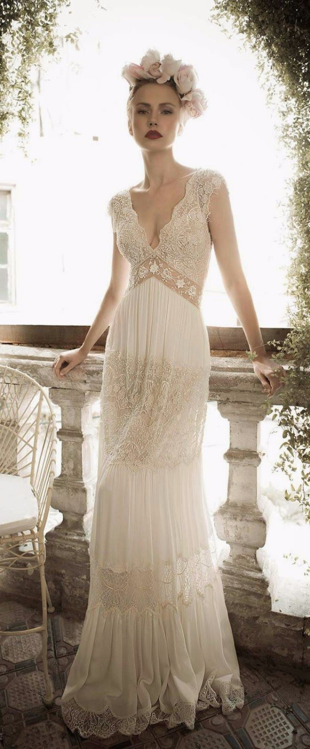 Beach 2018 Bohemian Style Sleeveless V-Neck Count Train Floor Length Backless Lace Bridal Gown Mother Of The Bride Dresses