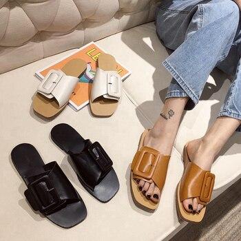 ¡Novedad de 2020! Zapatillas de verano para mujer, sandalias de playa de tacón plano informales antideslizantes con hebilla grande a la moda para mujer, zapatos de mujer