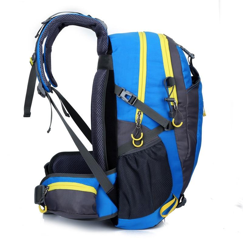 Sac à dos de sports en plein air pour homme 40L, pratique pour les voyages d'excursion et les randonnées, étanche à l'eau 2