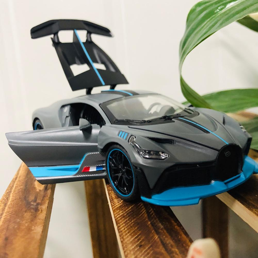 Hot scale 1:32 wheels Bugatti divo super sport car metal model with light and sound diecast vehicle toys collection for gift