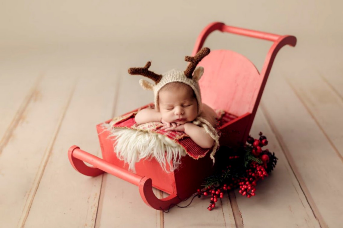 Newborn Photography Props Full-moon Baby Shoot Accessories Christmas Theme Red Mini Sleigh Car Creative Props Baby Photo Bed