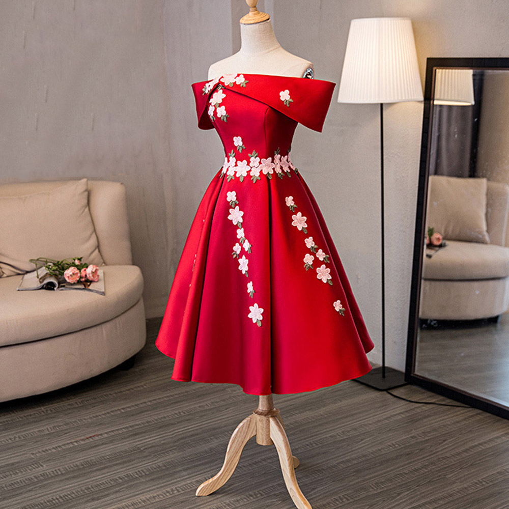 Elegant Red Ruffled Off Shoulder Bridesmaid Dress Vintage Applique Pleated Party Robe Femme Summer Midi Ball Gown