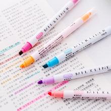 Студенты используют 12 цветный двухсторонний маркер карандаш