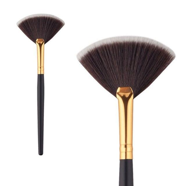 Professional Face Makeup Brush Fan Shape Highlighter Face Powder Brush Cosmetic Tools Accessories For Women Makeup Maquiagem 5