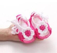 Новинка ребенок девочки дети младенец ручная работа вязание крючком вязаный цветок жемчуг сандалии малыш обувь ребенок обувь +сандалии сабо горячая оптовая продажа
