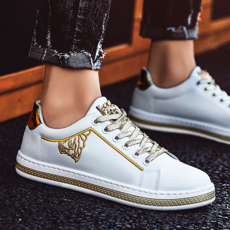 2019 New Men's Casual Shoes Flat Shoes Sports Shoes Vulcanized Shoes Word Fashion Sneakers Shoes