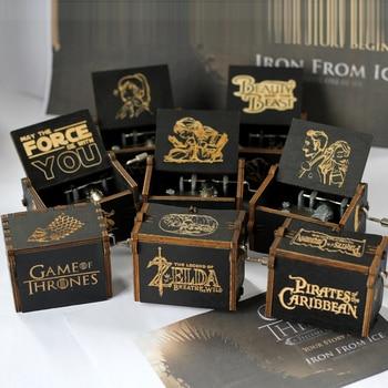 Venta al por mayor tallado antiguo mano de madera manivela Star Wars Juego del trono caja de música regalo de Navidad Fiesta ataúd anonimato Decoración