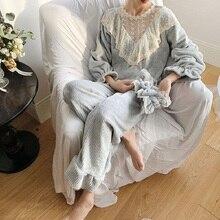 Vintage Inverno Spesso Flanella Delle Donne Del Merletto Pigiami Set Elegante Donna a Maniche Lunghe a Righe Indumenti da Notte Adatta Regalo Fascia Dei Capelli