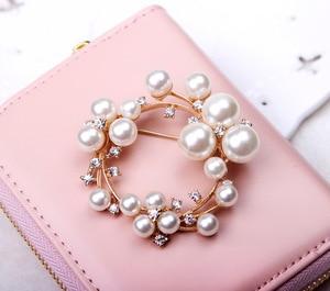 fashion High-quality alloy Round new pearl Rhinestone brooch women's elegant clothing Shawl Scarf Buckle pins jewelry H1051