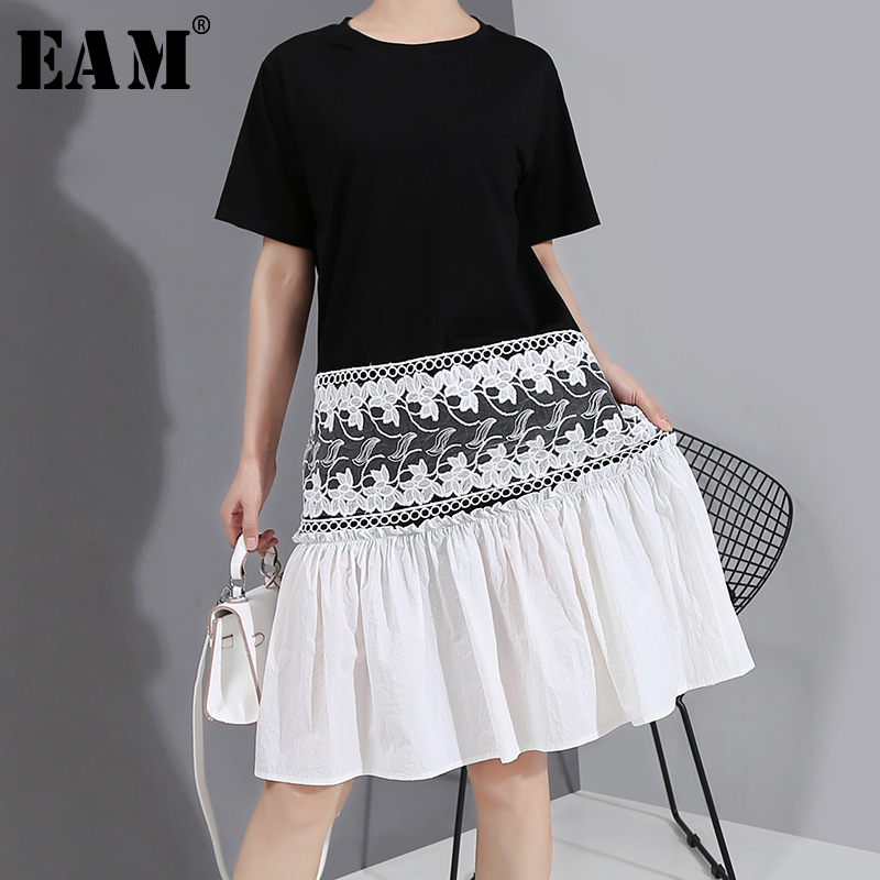 [EAM] Women Black Pleated Lace Split Midi Dress New Round Neck Short Sleeve Loose Fit Fashion Tide Spring Summer 2020 1W728