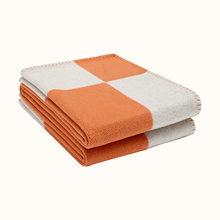 H cobertor xadrez cashmere crochê lenço de lã macia portátil quente sofá cama velo malha rosa lance cobertor marca h carta