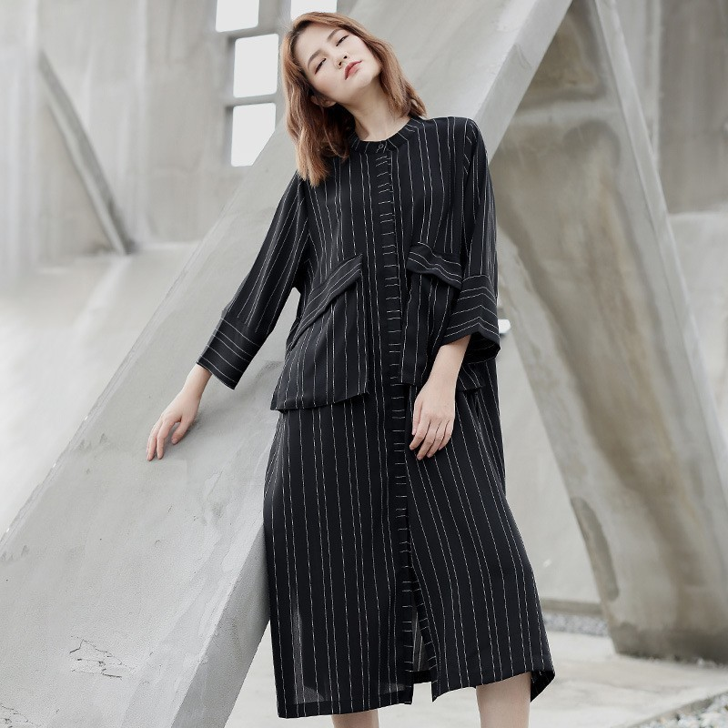 LANMREM 2019 Black Whtie Striped Patchwork Large Size Coat New Fashion Thin Type Pockets Female's   Trench   Vestido Fashion YG21701
