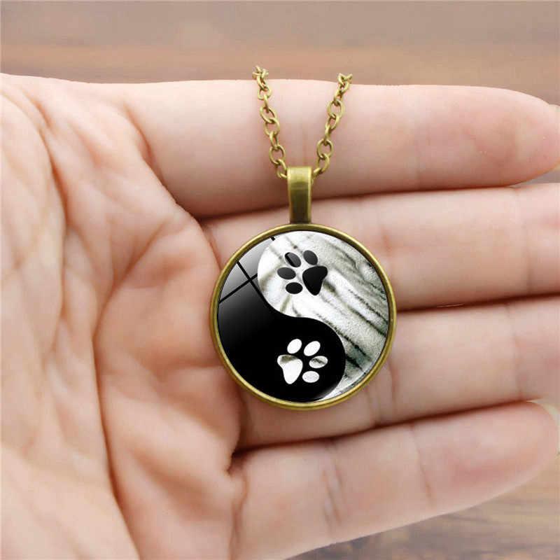 Femmes hommes mode brillant chandail chaîne bijoux populaire Yin Yang Taiji chien empreintes motif verre lumineux pendentif collier