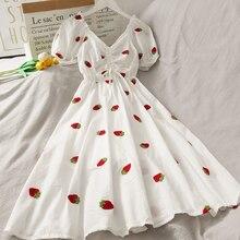 Женское винтажное платье с рукавами-фонариками, белое платье-трапеция с вышивкой в виде клубники, с квадратным вырезом, пляжная одежда в Кор...