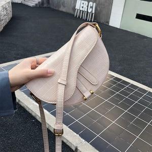 Image 2 - クロコダイルプリントサドルバッグワニ pu レザーバッグラウンドハンドバッグ女性ヴィンテージハーフムーンバッグ 2019 新インファッション卸売