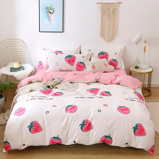 Solstice Bedding Set Giant Strawberries
