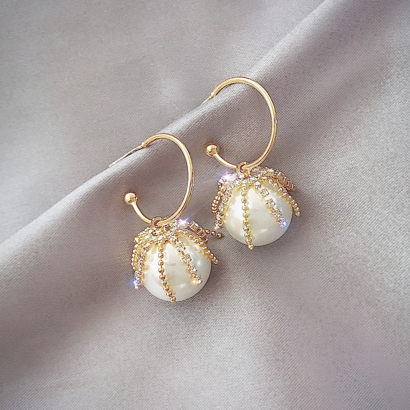 High sense pearl earrings female 2020 new Korean earrings temperament simple and versatile earrings exquisite Women's Earrings