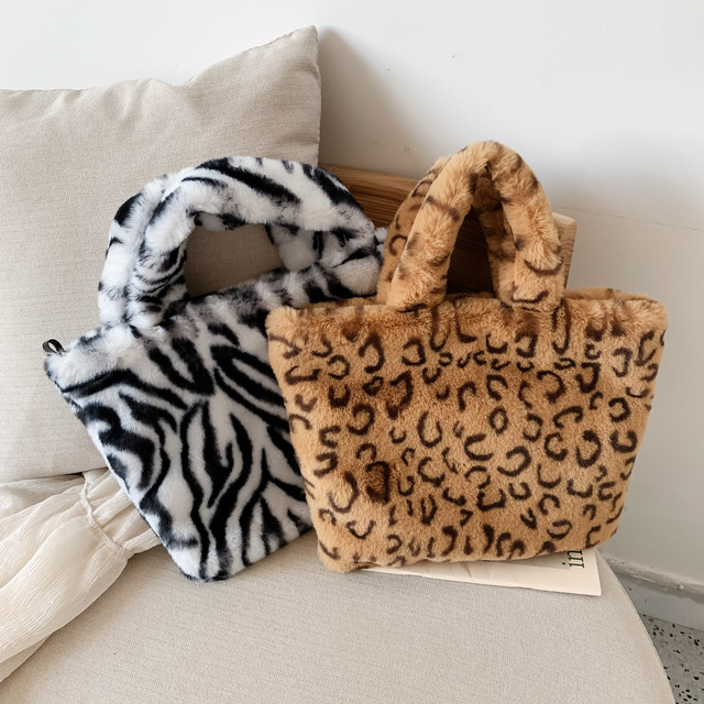 Winter new fashion shoulder bag female leopard female bag chain large plush winter handbag Messenger bag soft warm fur bag 2