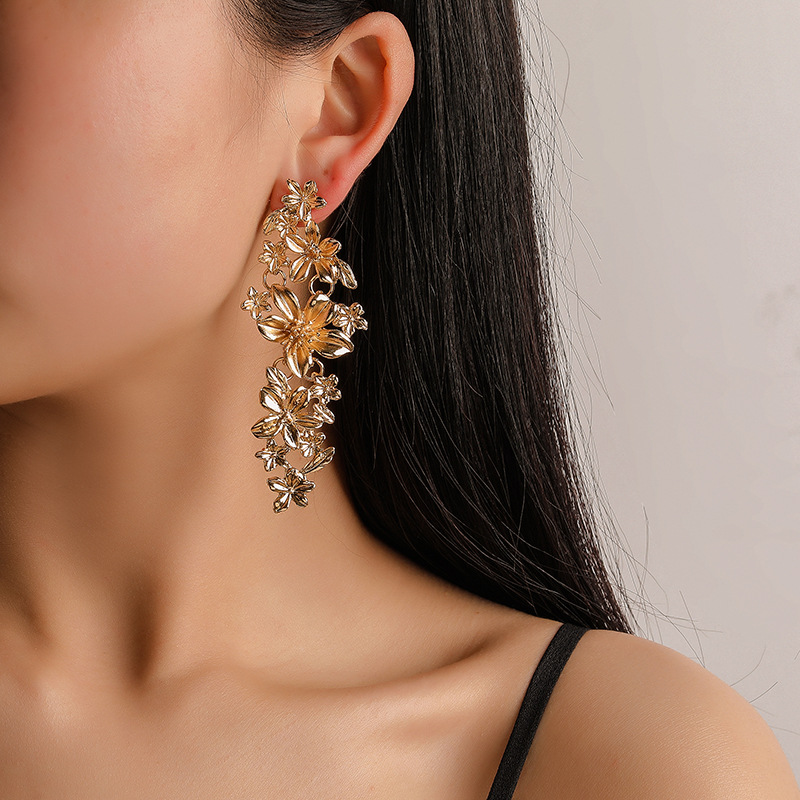 2019 fashion flower earrings trend long metal ladies personality atmospheric ear jewelry wholesale hot sale