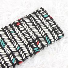 Tissu en coton uni d'un demi-mètre, fond noir avec imprimé géométrique, matériel pour confection de robes et sacs faits à la main, T1228