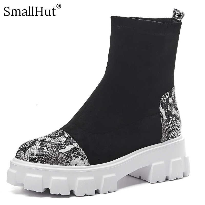 Ботинки на платформе из коровьей кожи; Женская Осенняя обувь смешанных цветов; женские ботинки из эластичной ткани; модные женские ботинки с круглым носком и змеиным узором; Цвет Черный; E171