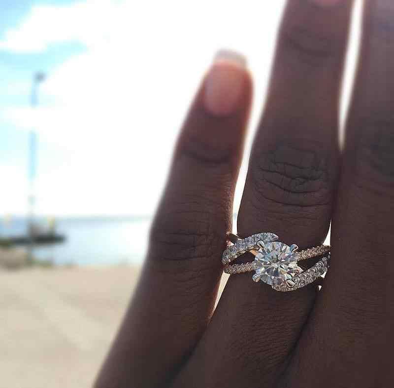 2019 ใหม่รอบ Zircon แหวนหมั้นสำหรับสุภาพสตรี Rose Gold Sliver สีงานแต่งงานแหวนเครื่องประดับของขวัญ