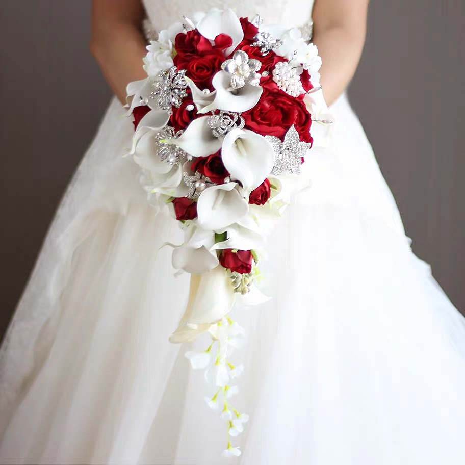 2021 Waterfall Red Wedding Flowers Bridal Bouquets Artificial Pearls Crystal Wedding Bouquets Bouquet De Mariage Rose