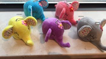 Środek 12 CM 5 kolorów-słodkie słoń wypchane zabawki pluszowe-zwierzęta małe dziecięce breloczki zabawki lalki tanie i dobre opinie CHUNEN TV Movie Character COTTON cartoon Small Pendant 14 lat Miękkie i pluszowe Plush Toys Unisex PP Cotton