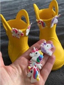 Image 4 - 500 pièces Mickey Princesse Trolls Avengers Sesame Street PVC Chaussure Charmes accessoires De Chaussures Boucles Ajustement Bandes Bracelets Croco JIBZ