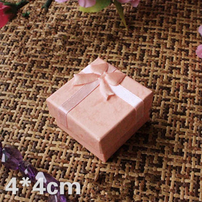 1 sztuk 4*4cm 4 kolor biżuteria pierścień kolczyk zegarek naszyjnik mały kwadrat karton pudełko na prezenty Case opakowanie na biżuterie wyświetlacz