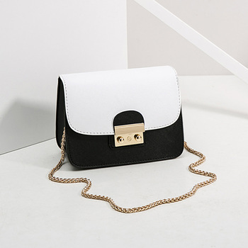 The new 2019 web celebrity is a casual cross-body chain bag