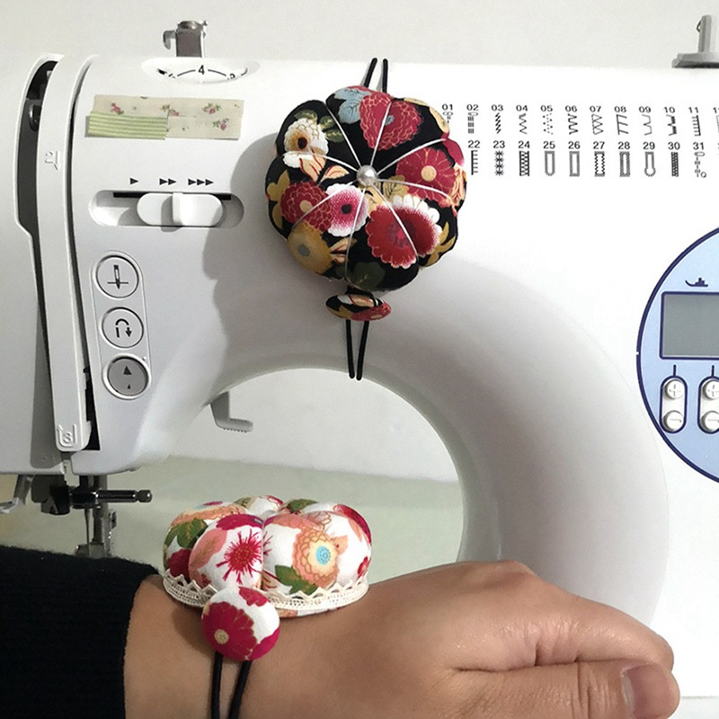1pc Pin Cushions Handcraft Tool for Cross Stitch Sewing Elastic Wrist Band Fabric Pumpkin Shape Holder Sewing Supplies Random Style