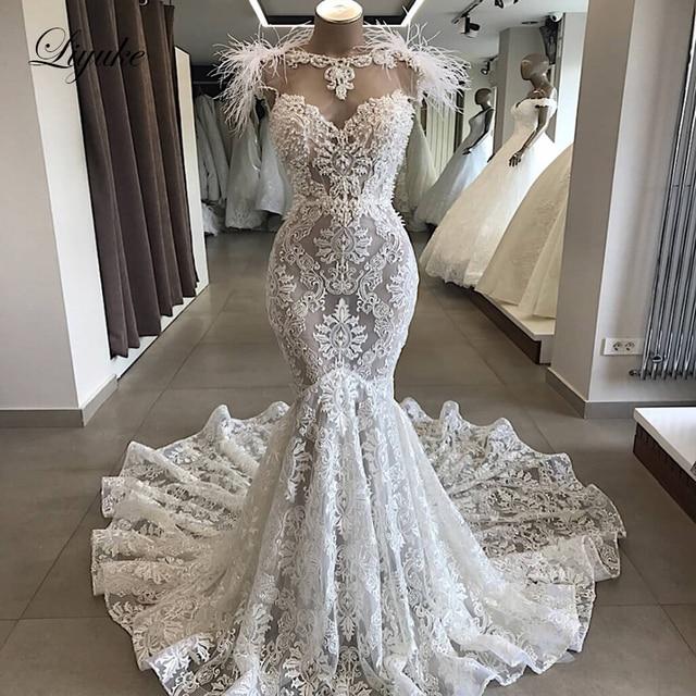 Liyuke Luxury Ostrich Feather Mermaid Wedding Dress Scoop Neckline With Sleeveless Chaple Train Bridal Dress