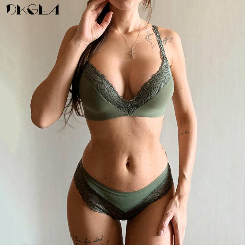 New Fashion Lingerie Thin Cotton Bra Panties Set Lace Brassiere Wire Free Bra Set Deep V Sexy Underwear Set Women Embroider Bras