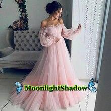 Женское вечернее платье с открытыми плечами розовое длинное
