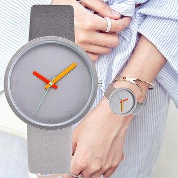 Контрастные кварцевые серые часы с кожаным ремешком