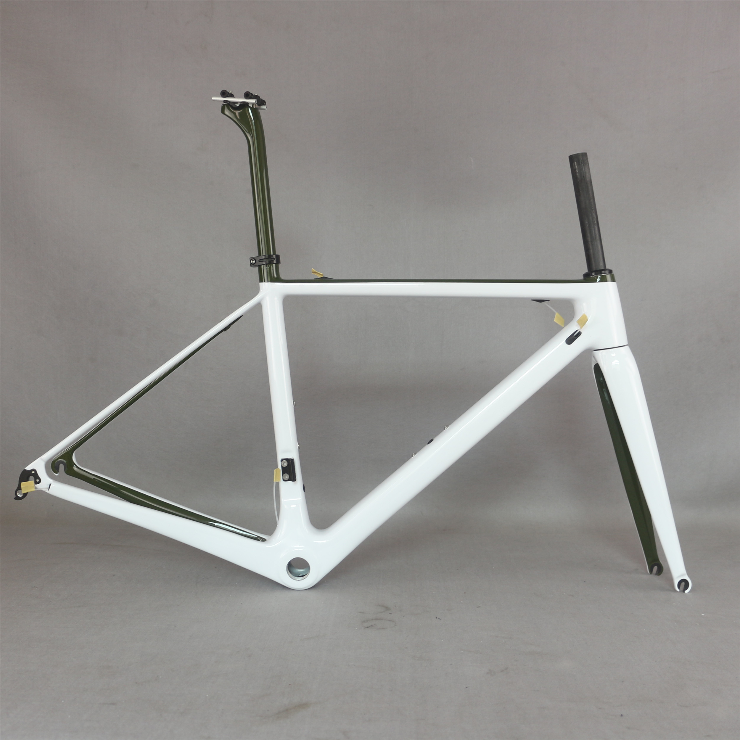 Hight Modulus Toray T1000 Carbon custom white paint BSA and BB30 road frame FM066 title=